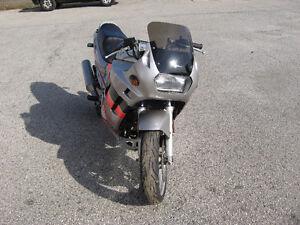 1989 suzuki gsx-750 katana  parts bike London Ontario image 2