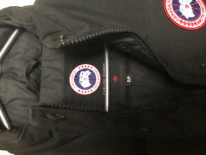 Selling Women's Freestyle Canada Goose Vest -black, size small