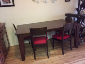 Reduced for Quick sale! Dinning Room Table and Chair Set