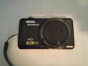 Olympus D-720 (VR-310) Digital Camera,  (14MP, 3 inch LCD)