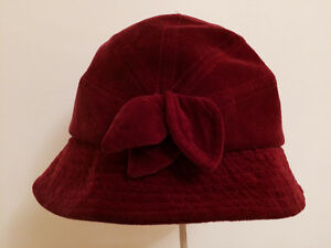 Red fancy bow hat (le château)
