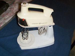 VINTAGE GENERAL ELECTRIC 12 SPEED MIXER-MODEL M50A-1960'S