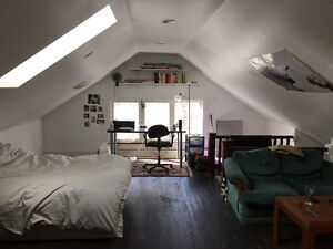 Large attic bedroom summer sublet 2 minute walk to Dal/Kings!!!