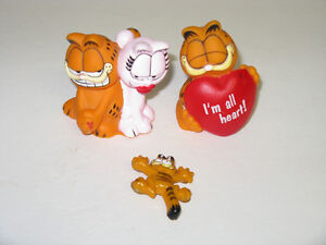 OLDER GARFIELD COLLECTIBLES ~ PIN ~ ETC. WELLAND STILL AVAILABLE