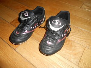 Girls Soccer Shoes Cleats size 12