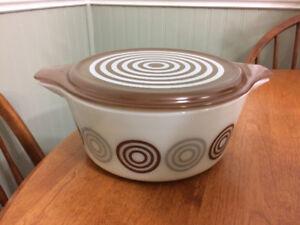 Vintage Pyrex bullseye cosmopolitan casserole