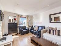 2 bedroom flat in Horseshoe Close, Isle of Dogs E14