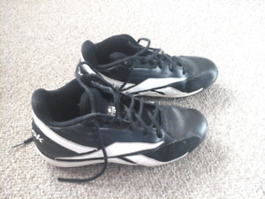 Mens Reebok Football Cleats Size 10
