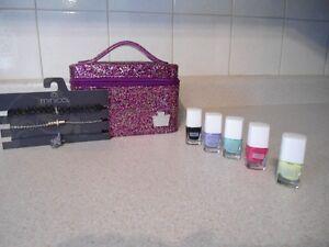 Caboodles Makeup Case/Minicci Chocker Set/Cherry Chree Set