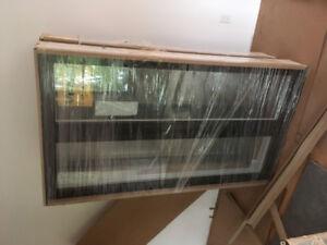 Fenêtre neuve noir