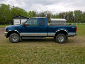 2001 Ford F-250 xlt extended cab.