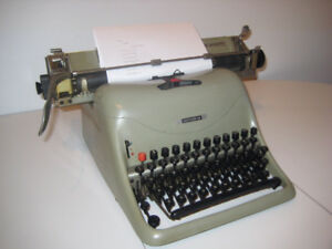 Vintage Rare Collector Olivetti Lexicon 80 typewriter 1948