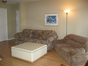 Table de salon 36 x 36 couleur ivoire