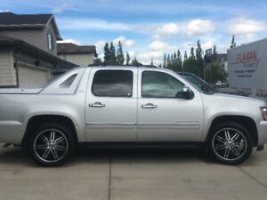 Beautiful 2012 Chevrolet Avalanche LTZ, Sunroof, Leather more