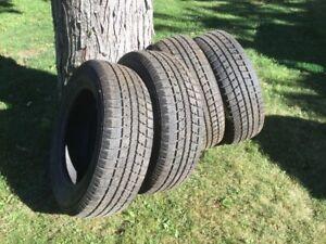 4 pneus 16 po.       Toyo 205/6JR1695T