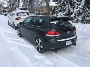 VW GTI 2010 *Sunroof, Heated Leather, Bluetooth, 4 door*
