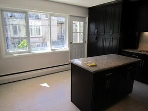 Cote St Luc Lower Duplex renovated available Indoor Parking incl