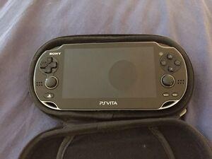 PS Vita avec 4 jeux