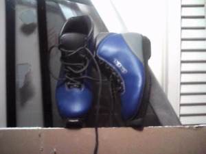 Size 33 cross-country kids ski boots