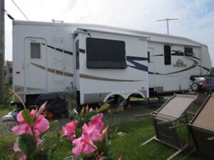 IMPECCABLE ROULOTTE FIFTH WHEEL KINGSTON CROSSROAD 36 PIEDS