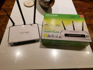 3x4 TP Link wifi router, 300mbs with 2- 8db high gain antennas
