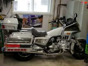 Moto Honda Gold Wing 1986 GL 1200 (négociable)