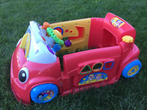 Voiture rouge Fisher price, rire et eveil