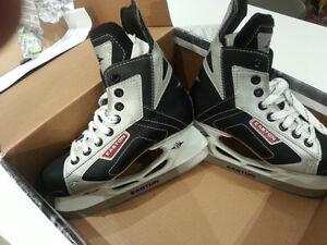Hockey skates for kids / Patins de hockey pour enfants