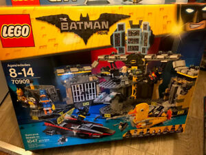 BNIB LEGO Batman Movie Batcave Break-in 70909