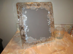 Glass picture frame with floral design