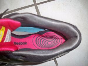 Reebok running shoes size 5 Windsor Region Ontario image 2