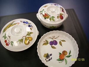 "ROYAL WORCESTER ""EVESHAM"" 3 PIECE SET"
