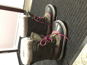 Sorel womens size 8 boots