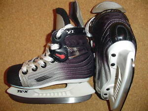 Bauer Vapor VI ice skates, size 9 D youth, for shoe size 10 yout