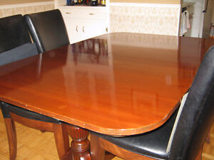 Lovely 1930's Duncan Phyfe style dining table with leaf insert. Kitchener / Waterloo Kitchener Area image 3