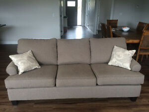 Couch for sale in salmon arm (delivery possible)