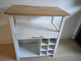 Wardrobe table and wardrobe