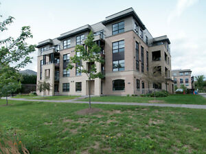Luxury 1 bedroom condo in Orleans - Quick access to 174!