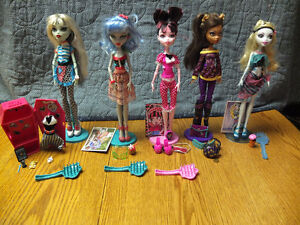 Monster High Dolls-Great shape and has all clothes/accessories