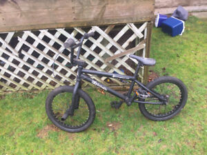 "18"" Hutch BMX Black with Pegs"