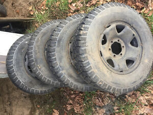 Uniroyal Laredo HD/T 245/75 r16 tires