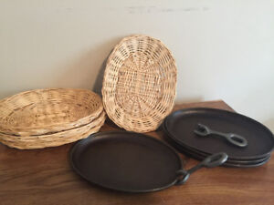 4 Cast Iron Fajita Platter Pan + Wicker Serving Tray