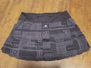 Lululemon Pace Setter Frill Skirt in Manifesto Print - size 4