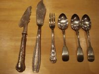 ANCIENS COUTEAUX +1 fourchette + 3 cuillères à thé