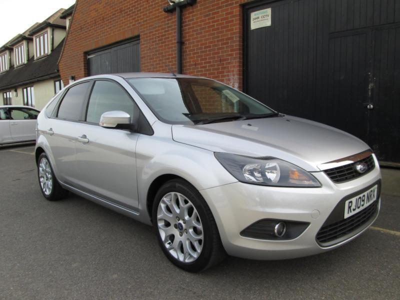 2009 ford focus 1 6 zetec silver very low mileage in. Black Bedroom Furniture Sets. Home Design Ideas