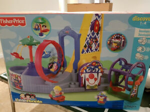 FISHER PRICE LITTLE PEOPLE CARNIVAL TOY
