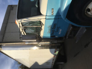 Freightliner FL 70 24 foot box hydraulic lift gate and ramp
