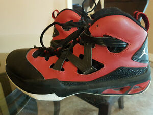 Youth sz 7 NIKE JORDAN running shoe EUC