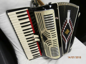 SALANTI special 120 bass piano accordion