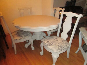 Unique scalloped edge table and four matching chairs Stratford Kitchener Area image 2